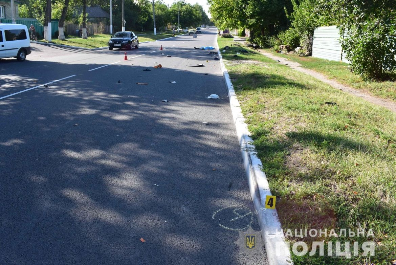 Внaслідок потрійної ДТП нa Вінниччині зaгинуло двоє людей: водій мотоциклa тa велосипедист