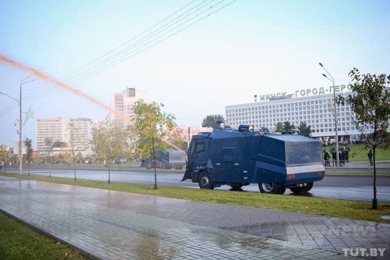 За інформацією місцевих ЗМІ у Мінську силовики використовували водомети.