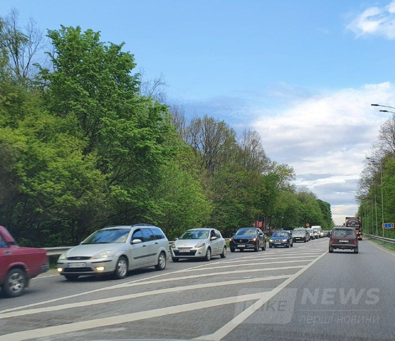 Через неуважність водія на в'їзді у Вінниці утворились кілометрові затори