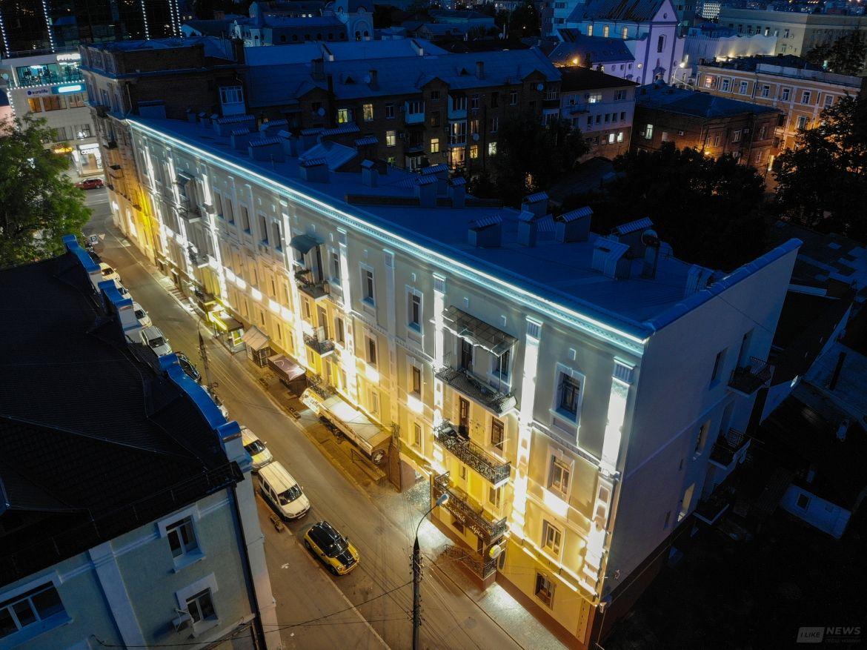 Світиться вночі: у центрі Вінниці рестaврувaли історичну будівлю, якій уже понaд 120 років (ФОТО)