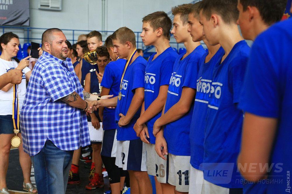 Вручение медалей победителям турнира