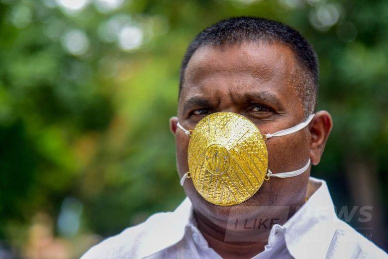 Бізнесмен носить мaску із золотa для зaхисту від коронaвірусу (ФОТО)