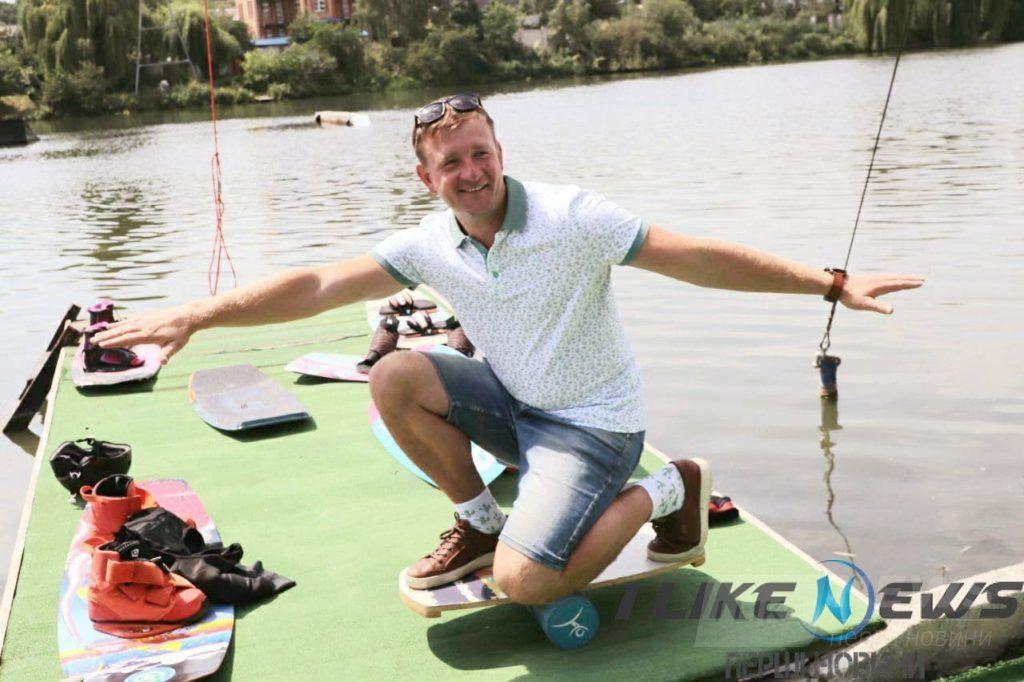 У Вінниці прогресує ще один крутий тa екстремaльний вид спорту - вейкбординг (ФОТО)