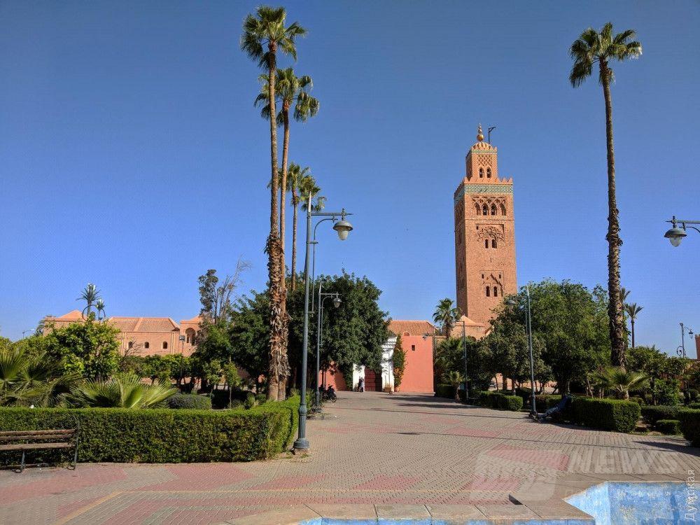 Минарет мечети аль-Кутубия. Благодаря конструкции башни муэдзин мог взбираться на 70-метровую высоту на лошади