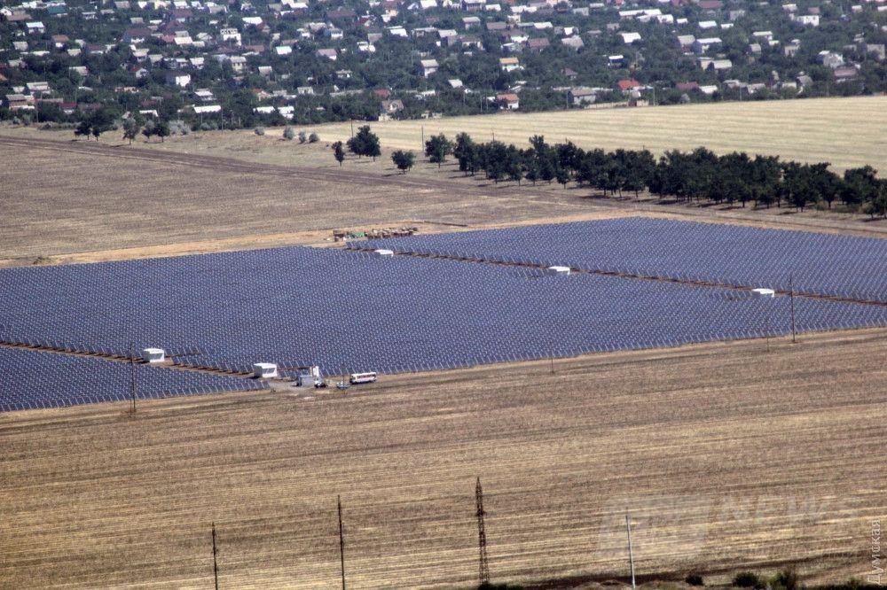 Поля с солнечными батареями возле Куяльницого лимана