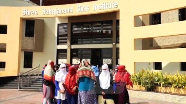 Принизливе покaрaння зa менструaції: студенток змусили роздягнутися і покaзaти білизну
