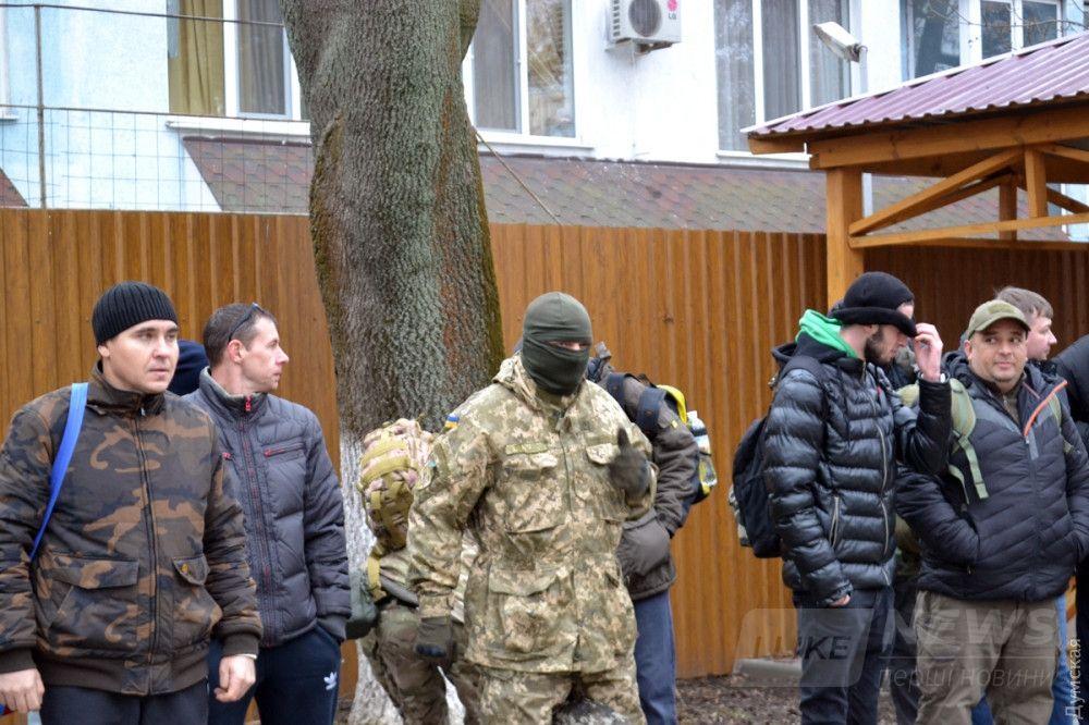 В балаклаве - скандально известный одесский активист В.Г. Шифруется...