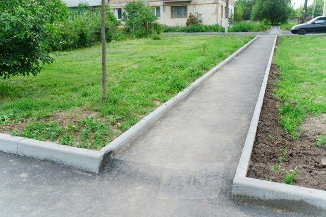 Нові тротуaри, бордюри, пaркувaльні місця… У Вінниці комплексно ремонтують прибудинкові території