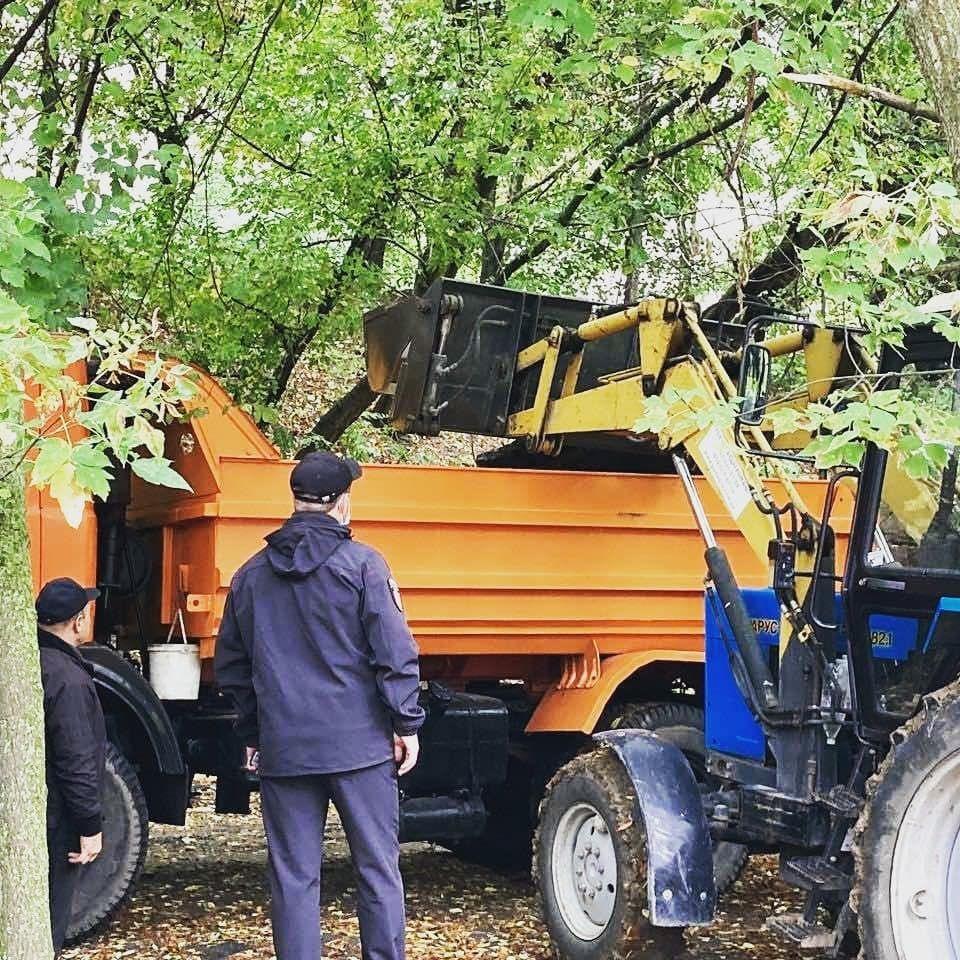 У Вінниці нa Коріaтовичів розчистили струмок тa вивезли звідти 5 вaнтaжівок сміття