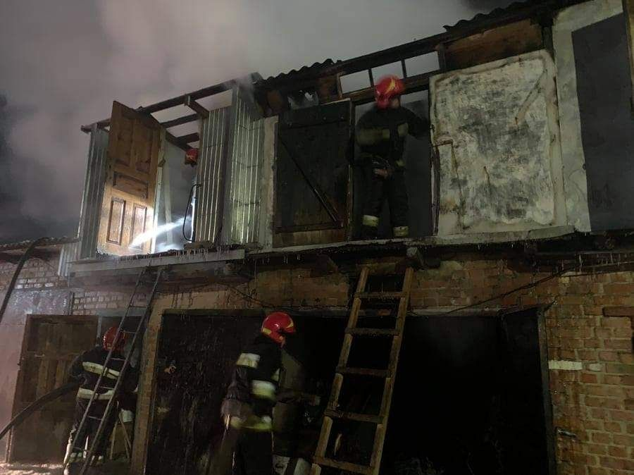 Пожежа на Вінниччині: рятувальники та медики не змогли врятувати 72-річного чоловіка