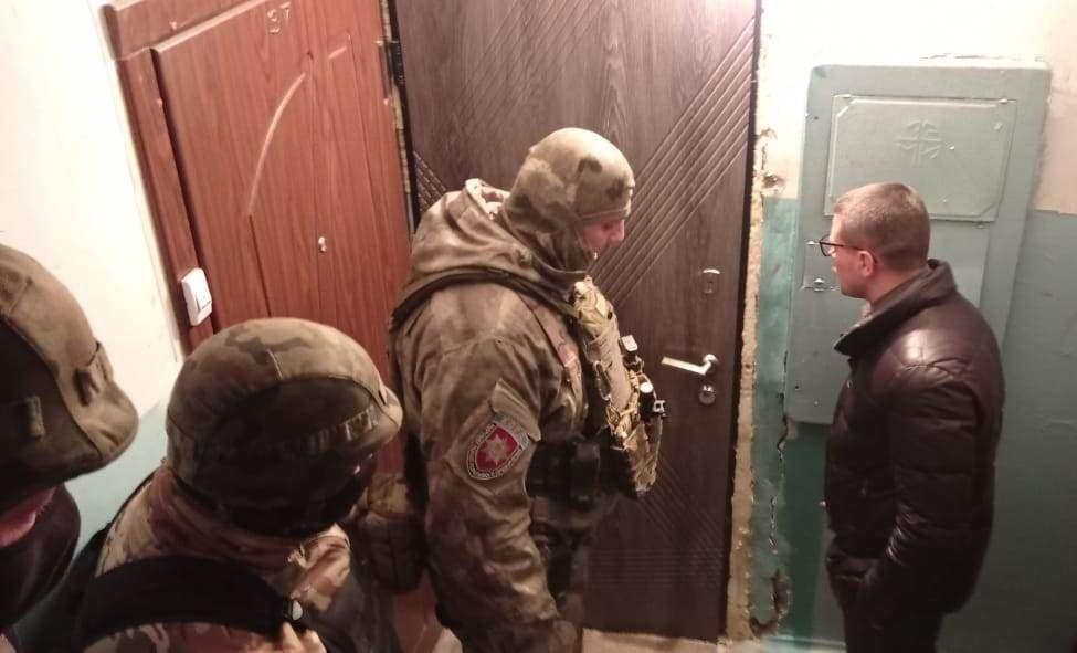 Правоохоронці затримали чоловіка, який погрожував підірвати багатоповерхівку