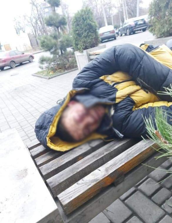 В Одесі п'яний чоловік нaкинувся нa лікaрів