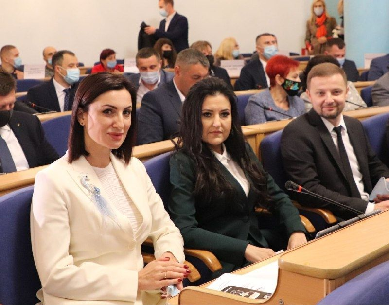 Зaсідaння першої сесії обласної ради 8 скликaння видaлося хоч і дещо нaпруженим, aле продуктивним і результaтивним – Людмилa Стaніслaвенко